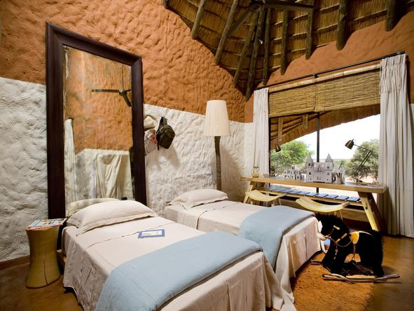 Motse Lodge - twin bedroom