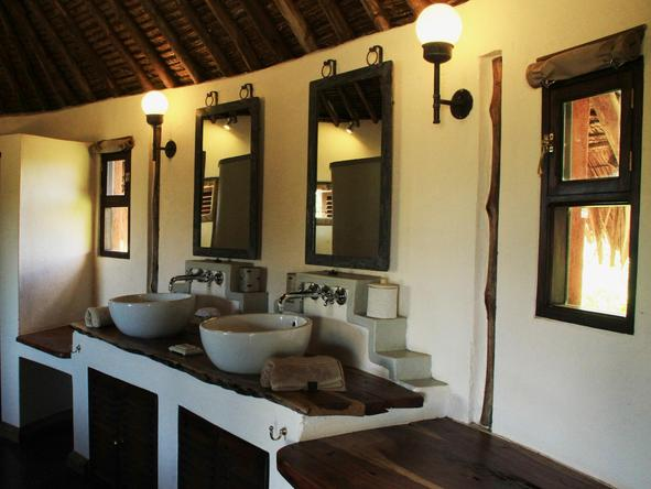 Tawi Lodge - Bathroom