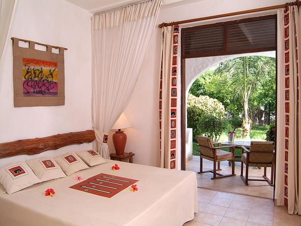 Pinewood Village Beach Resort - bedroom 1