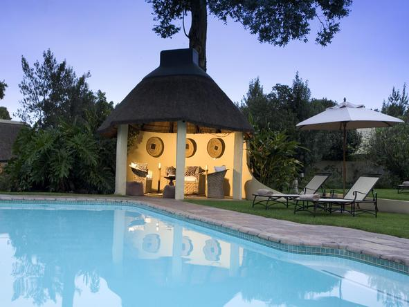 Hunters Country House - pool area