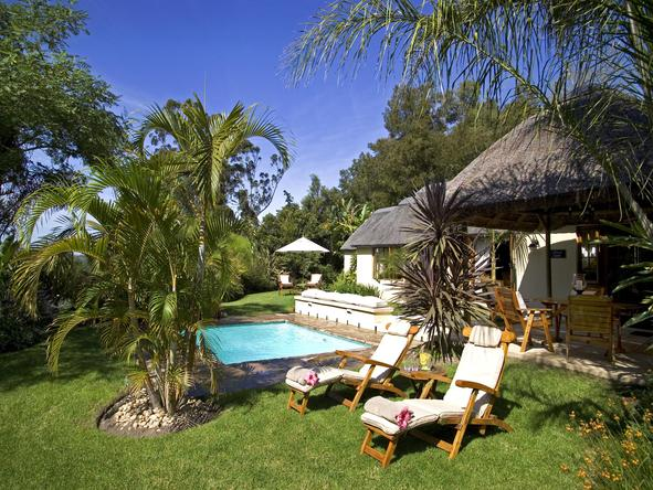 Hunters Country House - private pool area
