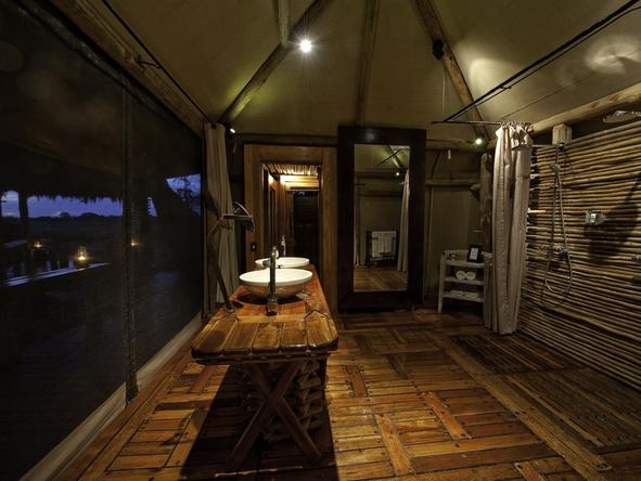 Mombo Camp - bathroom