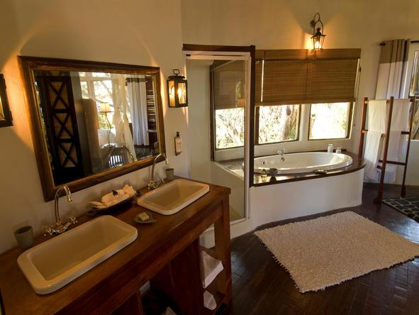 Sussi and Chuma Lodge - bathroom
