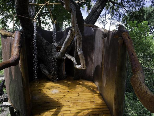 Tubu Tree Camp - outdoor shower