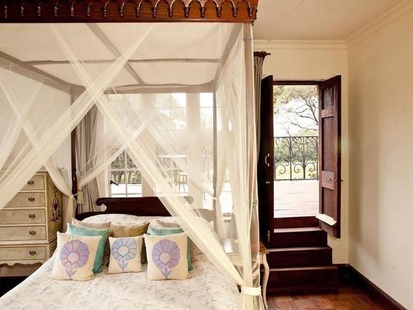 The Giraffe Manor - bedroom