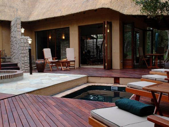 Shumbalala Lodge - deck