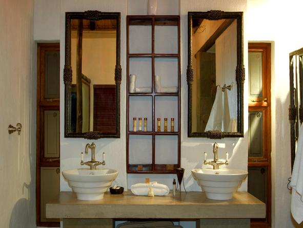 Shumbalala Lodge - bathroom