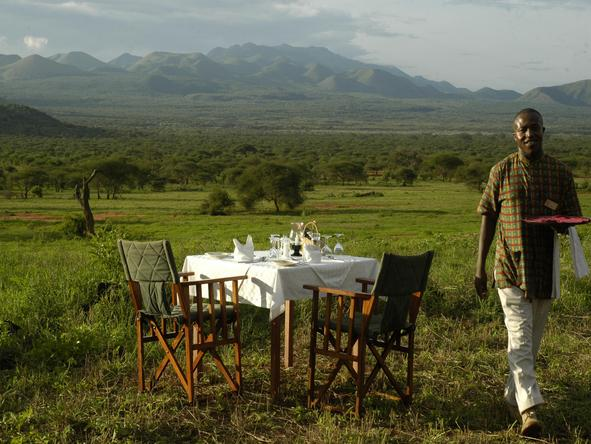 Kilaguni Serena Safari Lodge - bush dining