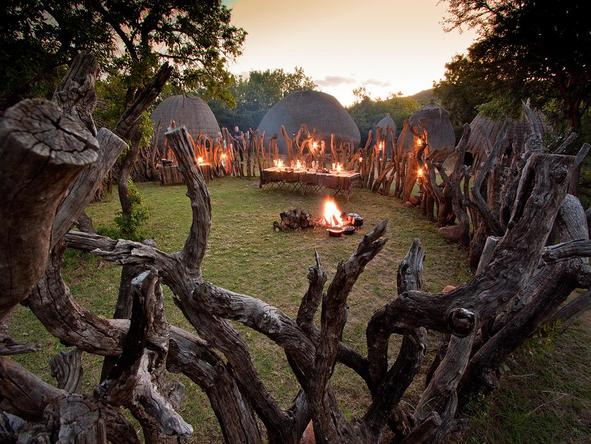 Isibindi Zulu Lodge - outdoor campfire