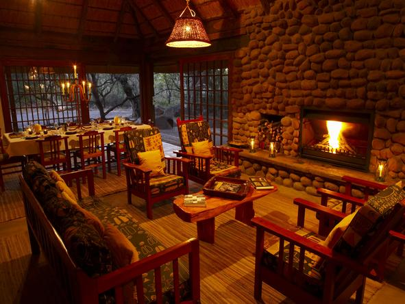 Isibindi Zulu Lodge - main lounge