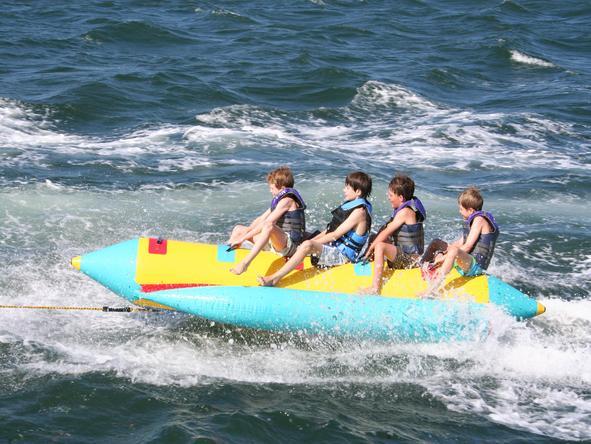 Manda Bay - banana boat