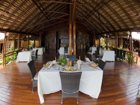 Marlin Lodge - Take a break from the sun to savour a delicious lunch.