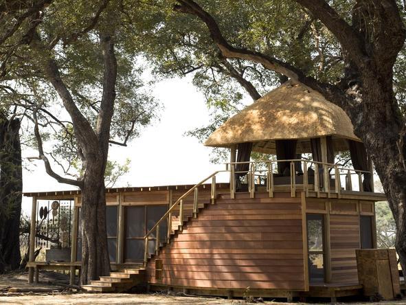 Xudum Delta Lodge - rooftop sleeping platform