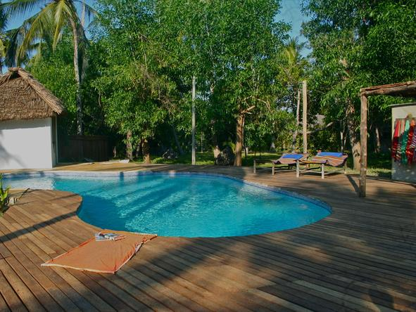 Pole Pole Bungalow Resort - swimming pool