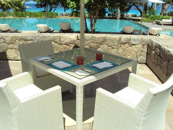 Four Seasons Resort Seychelles - drinks next to the pool