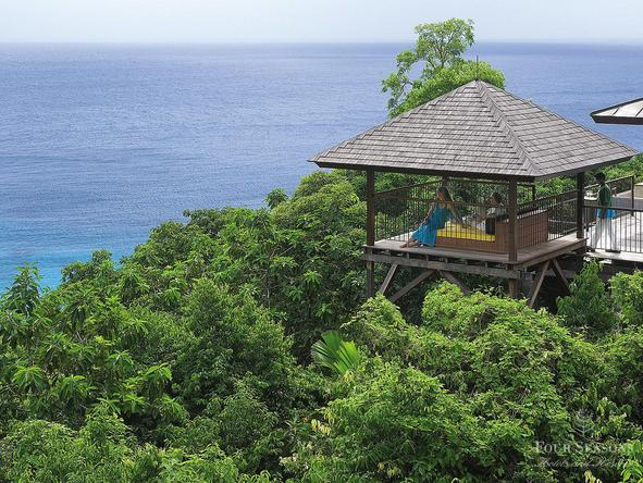 Four Seasons Resort Seychelles - viewpoint over the ocean