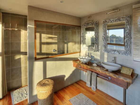 Leroo La Tau  - bathroom