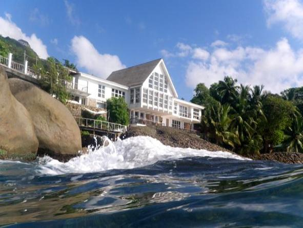 Bliss Hotel - exterior overlooking sea