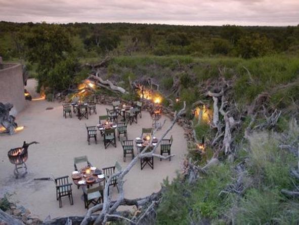 Sabi Sabi Earth Lodge - outdoor dining