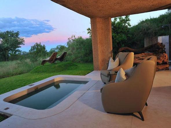 Sabi Sabi Earth Lodge - plunge pool