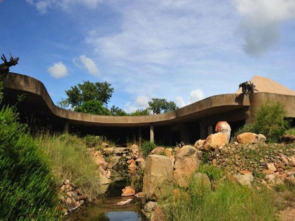 Sabi Sabi Earth Lodge - main lodge exterior
