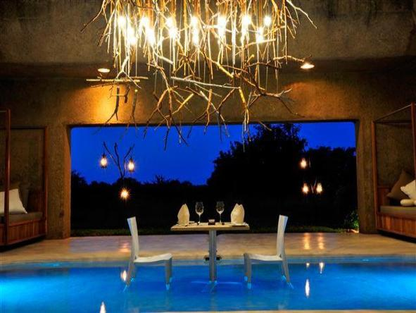 Sabi Sabi Earth Lodge - dinner table in pool
