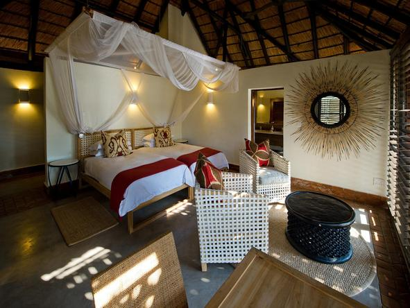 Mfuwe Lodge - bedroom
