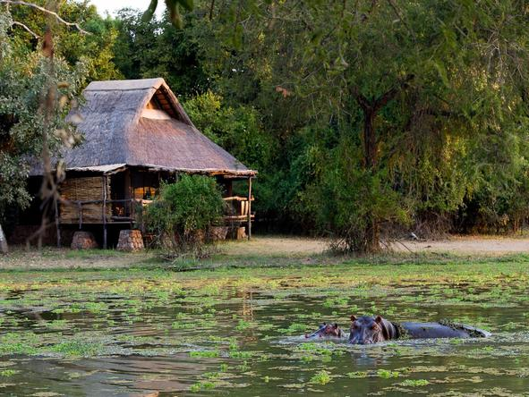 Mfuwe Lodge - lodge overlooking lagoon