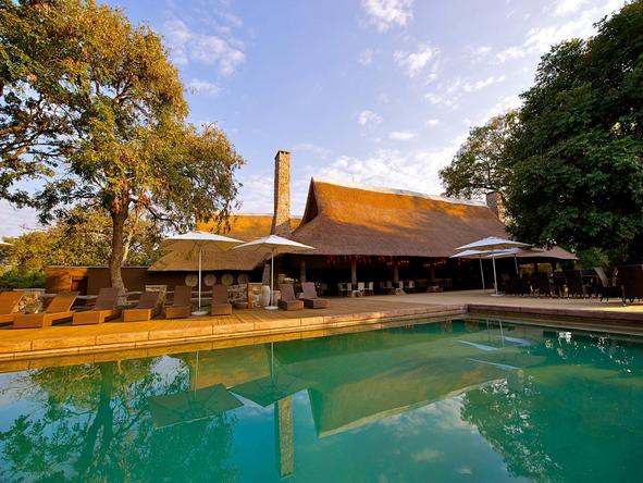 Mfuwe Lodge - swimming pool