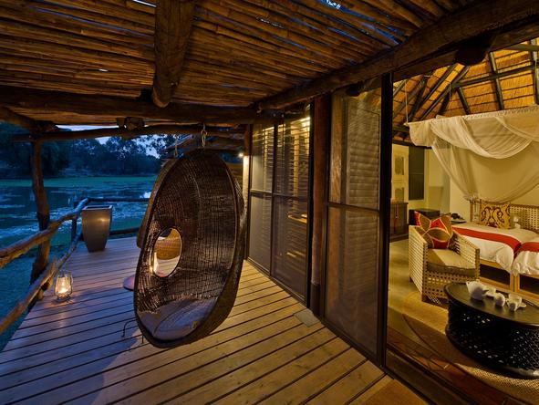 Mfuwe Lodge - private deck