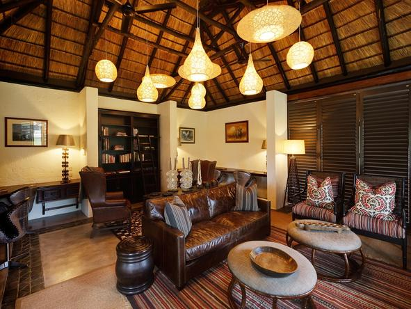 Mfuwe Lodge - main lounge