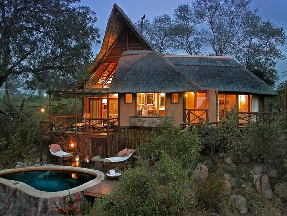 Lukimbi Safari Lodge - exterior view of the chalet