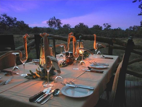 Lukimbi Safari Lodge - romantic dining