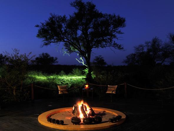 Hoyo-Hoyo Tsonga Lodge - campfire