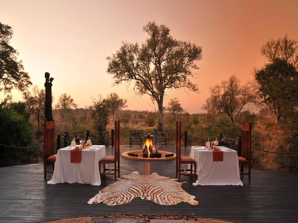 Hoyo-Hoyo Tsonga Lodge - outdoor sunset dinner