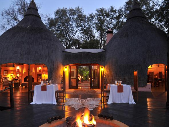 Hoyo-Hoyo Tsonga Lodge - campfire on deck