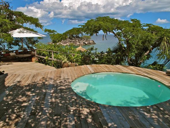 Kaya Mawa Lodge - swimming pool deck