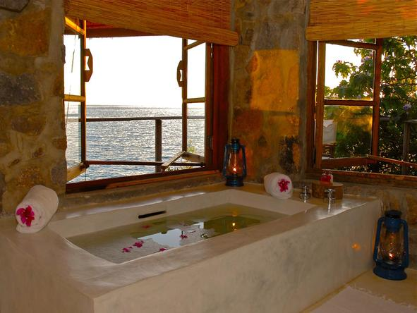 Kaya Mawa Lodge - bathroom view