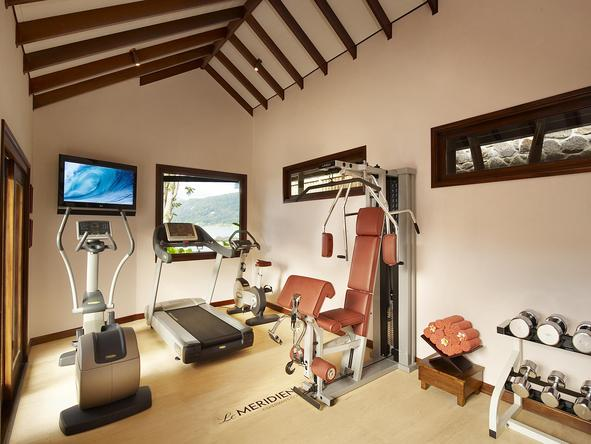 Le Meridien Fisherman's Cove - gym