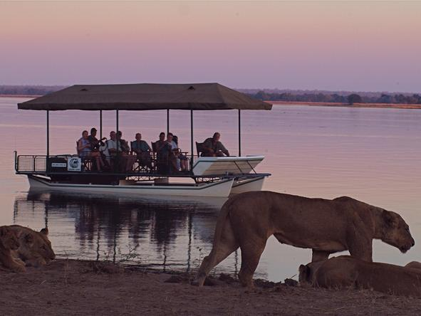 Chiawa Camp - Boating Safari