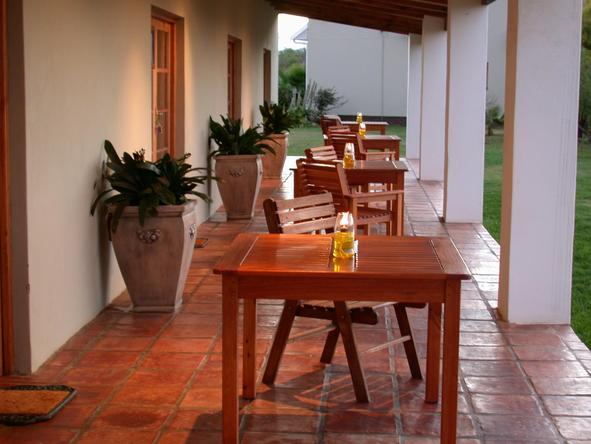 Mooiplaas Guest House - outdoor dining