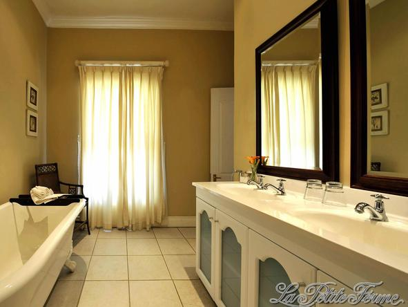 La Petite Ferme - Bathroom