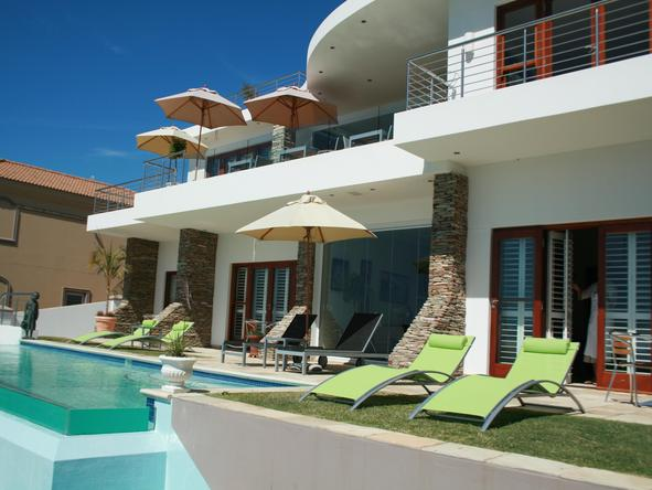 Aquavit Guest House - pool + exterior