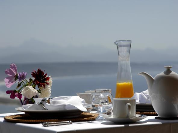 Aquavit Guest House - breakfast on terrace