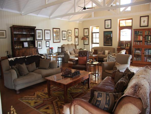 Three Tree Hill Lodge - Lounge