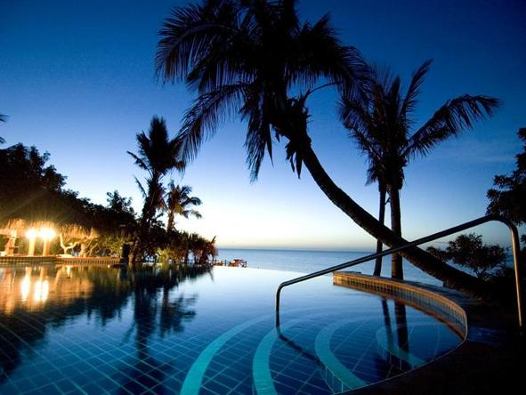 Indigo Bay Island Resort and Spa -Pool at night