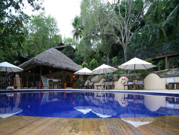 Cerf Island Resort - Pool Bar