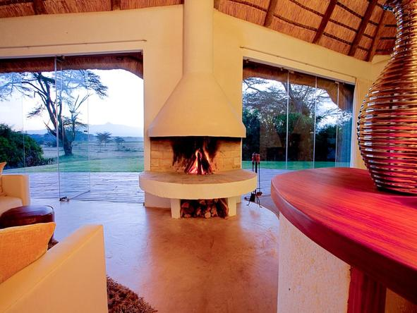 Solio Lodge - Fireplace