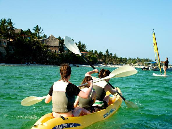 Voyager Beach Resort - Kayak