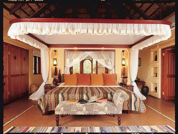 Chobe Chilwero - luxury four poster bed at Chobe Chilwero